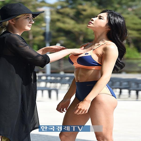 [포토]맥스큐 모델 김지민 `사진기자 말고 스타일리스트 할걸`