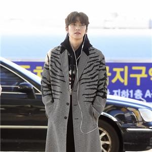 지창욱,코트,공항패션