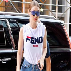 로고,브랜드,티셔츠,모습,플레이,패션,프라다,제너,라키,비버