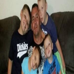 호주,당국,아버지,비용,마크,가족