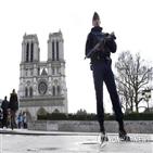 테러,여성,프랑스,파리,재판,기도,지령