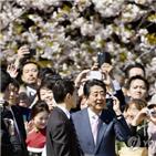 사인,아키,여사,아베,정부,일본,총리,논란,자료,비판