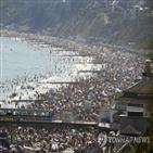 해변,거리,코로나19,영국,사회적,두기,정부
