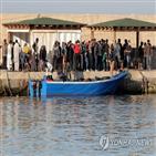 이주민,이탈리아,람페두사섬,당국,수용,보트