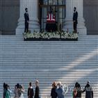 긴즈버그,조문,대법관,의사당,안치,대법원,트럼프