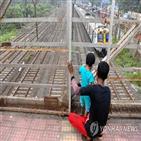 뭄바이,전철,정전