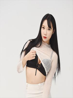[포토]레이싱모델 유아리, 눈길잡는 가슴라인