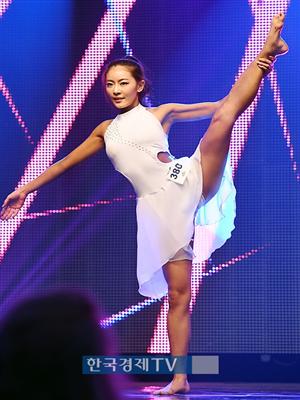 [포토]`머슬마니아 세계대회` 이휘진, 180도로 쭉쭉 찢어지는 다리