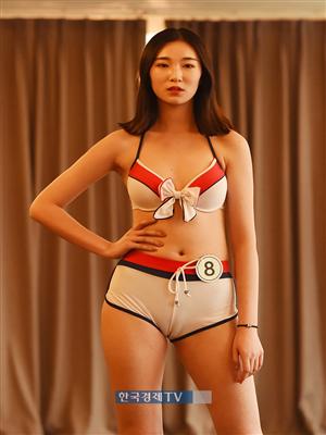 [포토]중국 모델 Yin Yan Ting, 수영복 심사 중~