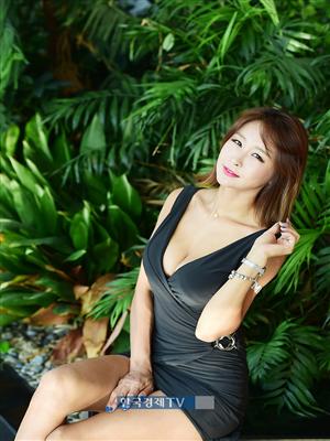 [포토]레이싱모델 서윤아, 속보일라 아슬아슬