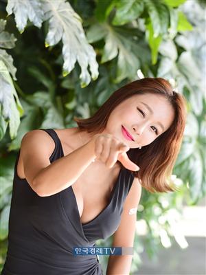 [포토]레이싱모델 서윤아, 깜찍한 윙크