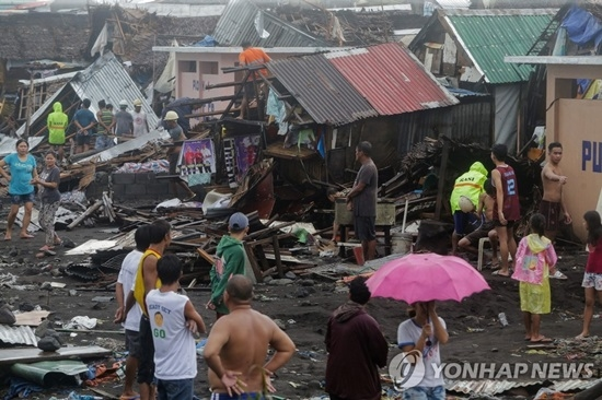 필리핀 태풍상륙 피해 속출…저지대 잠기고 주민 2명 사망