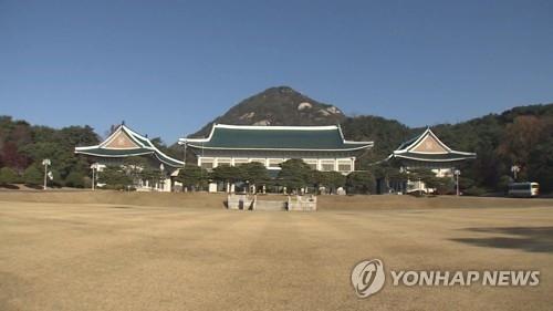 """靑 """"검찰 압수수색 유감…임의제출로 협조"""""""