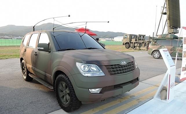 전술 차량으로 활용되는 군용 모하비