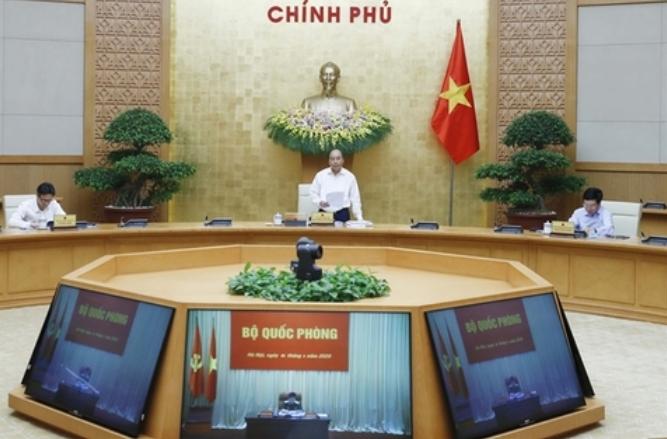 응웬 쑤언 푹 총리가 5일 하노이 내각 회의에서 업무를 지시하고 있다. 출처: VNA/VNS