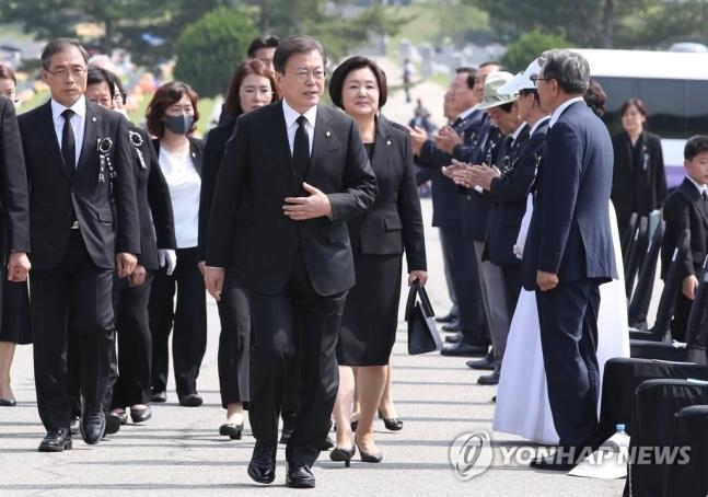 제65회 현충일 추념식 참석한 문 대통령(사진 연합뉴스)