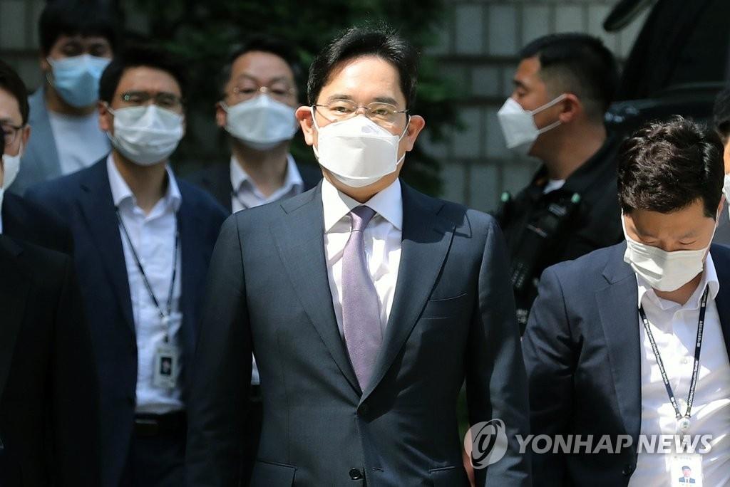 이재용 삼성전자 부회장이 8일 오전 서초구 서울중앙지방법원에서 열린 영장실질심사에 출석하고 있다. (2020.6.8)