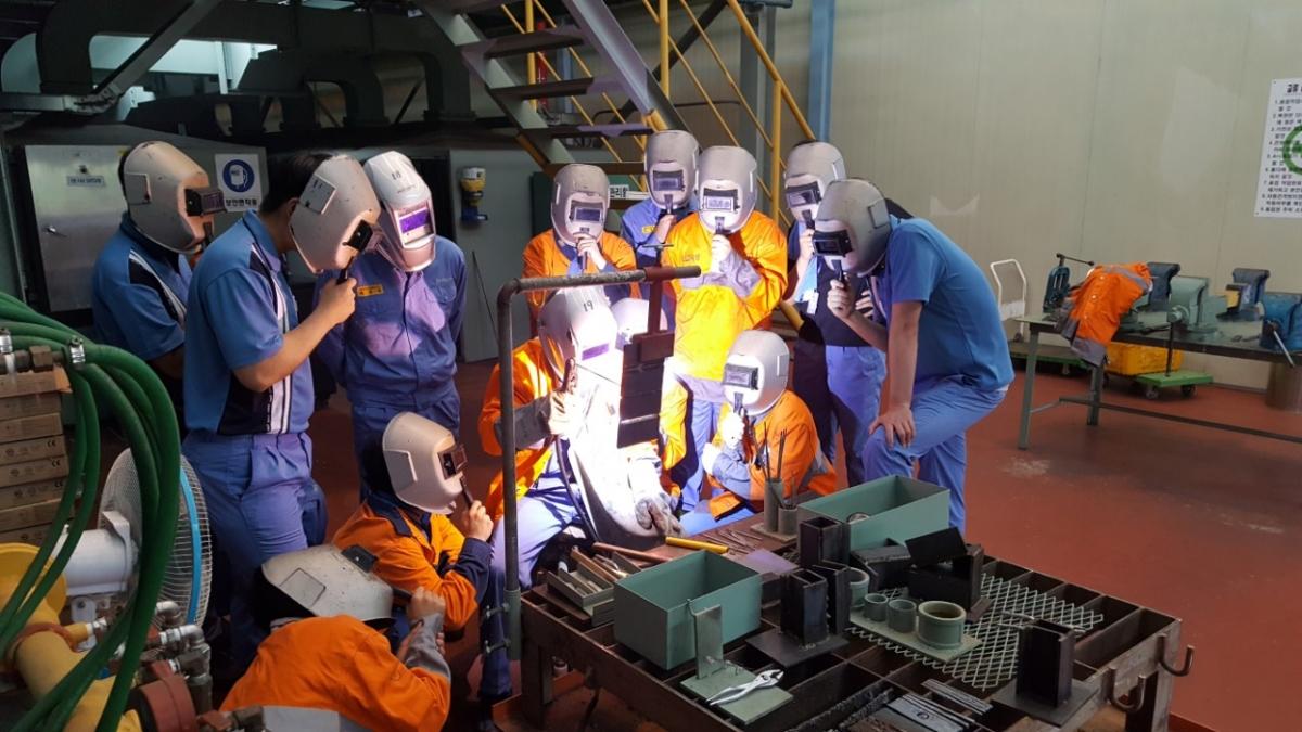 포스코 청년 구직자 취업지원 교육(전기용접 실습 장면)