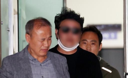 서울 강북의 한 아파트 입주민이 경비원에 대한 갑질 피의자 신분으로 조사를 받고 있다.