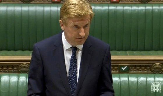 올리버 다우든 장관이 14일(현지시간) 영국 하원에 출석해 화웨이 퇴출 결정을 설명하고 있다.
