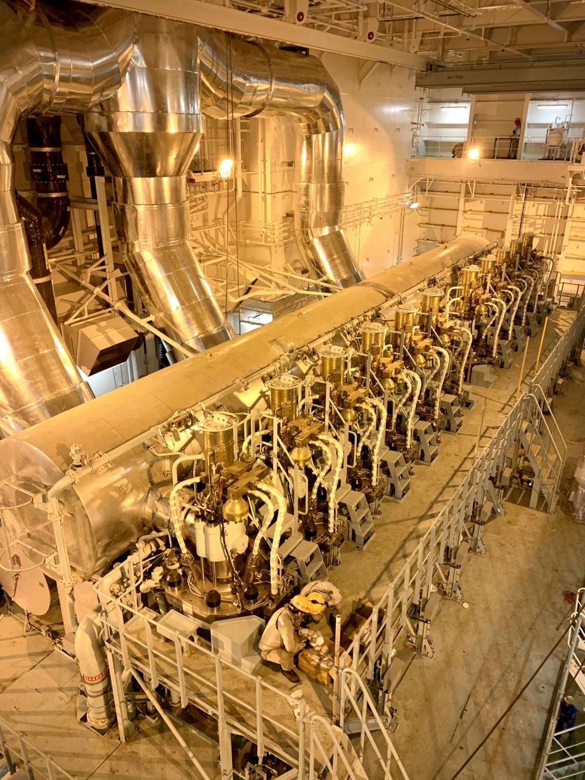 상트페테르부르크 호의 엔진룸 전경 (사진제공: HMM)