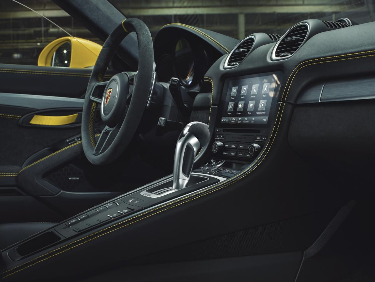 포르쉐 718 Cayman GT4 실내