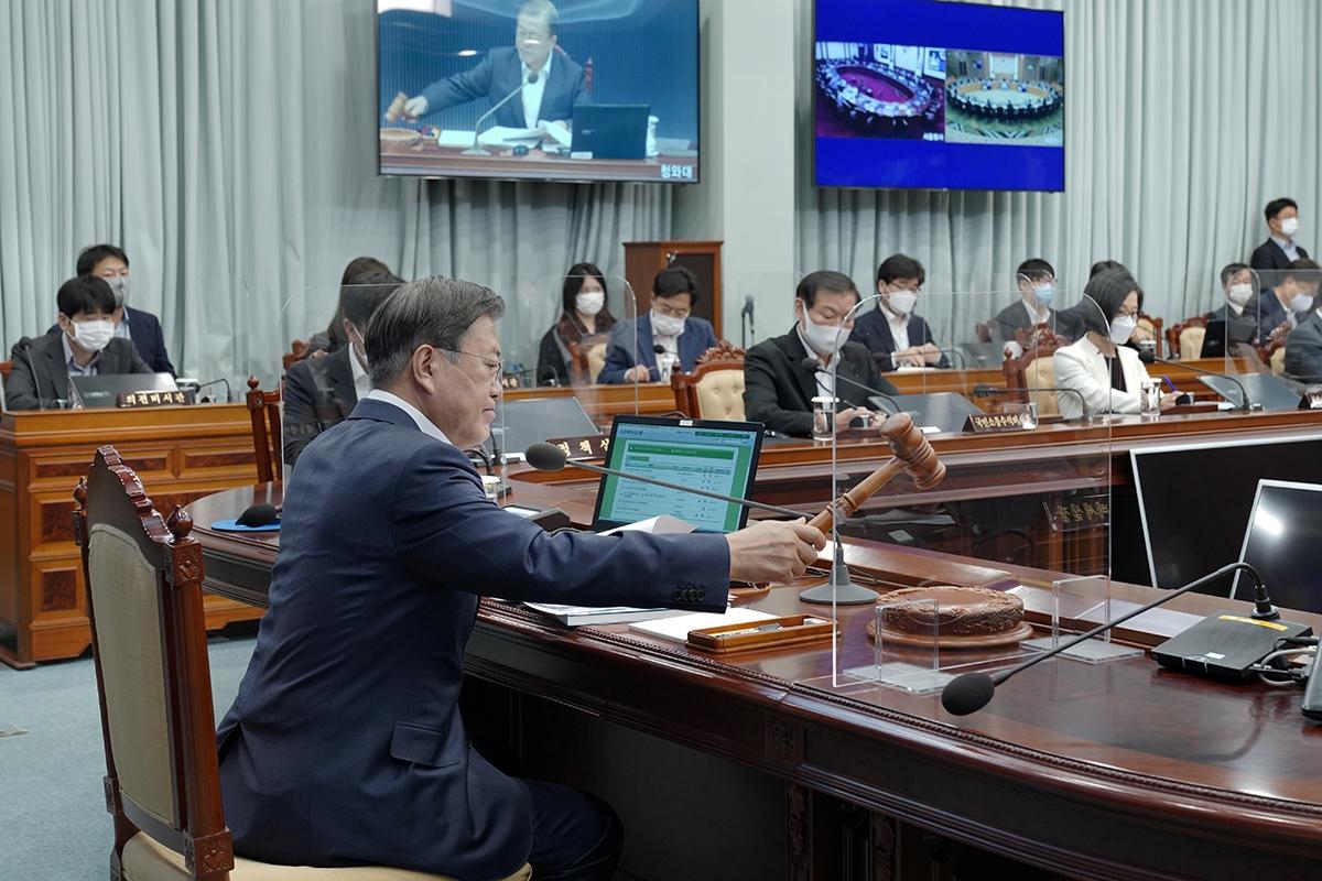 문 대통령이 20일 청와대에서 국무회의를 주재하고 있다(청와대 제공)