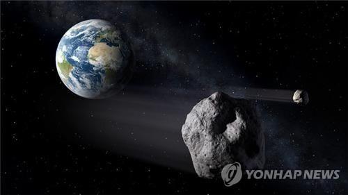 올해는 지구에 가까운 가장 큰 천체가 21 일 약 200 만 지점을 무사히 통과했다.