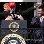 대통령,트럼프,워싱턴,미국,선수,내셔널스,노래,백악관