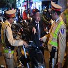 베트남,남성,경찰,음주운전,벌금