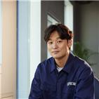이제훈,사냥,감독,배우,개봉,윤성현