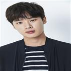 김동희,교복,캐릭터