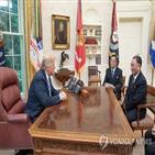 대통령,볼턴,회담,북한,한국,싱가포르,트럼프,당시