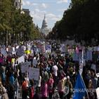 트럼프,여성,행진,미국,투표,대통령,교외,이날