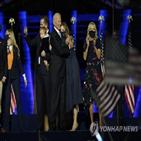 바이든,당선인,연설,무대,승리,마스크,주변,미국