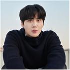 김선호,연기,연극,배우,한지평,시작,인물,눈빛
