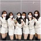 위클리,신인상,판매량,데뷔,수상