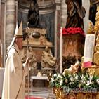 교황,미사,코로나19,성탄,예년
