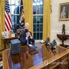 대통령,초상화,미국,바이든,집무실,백악관,잭슨,상징,흉상