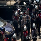 체포,미얀마,시위대,경찰,쿠데타,보도