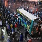 나이로비,시민,코로나19,8시,케냐,야간통금,통금,교통체증,저녁,정부