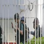 미얀마,군부,기자,혐의,관계,니오,언론인,석방