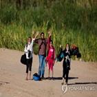 미국,이민자,팬데믹,멕시코,불법,인도,도착