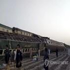 열차,급행,사고,파키스탄,충돌,현장,이상,탈선
