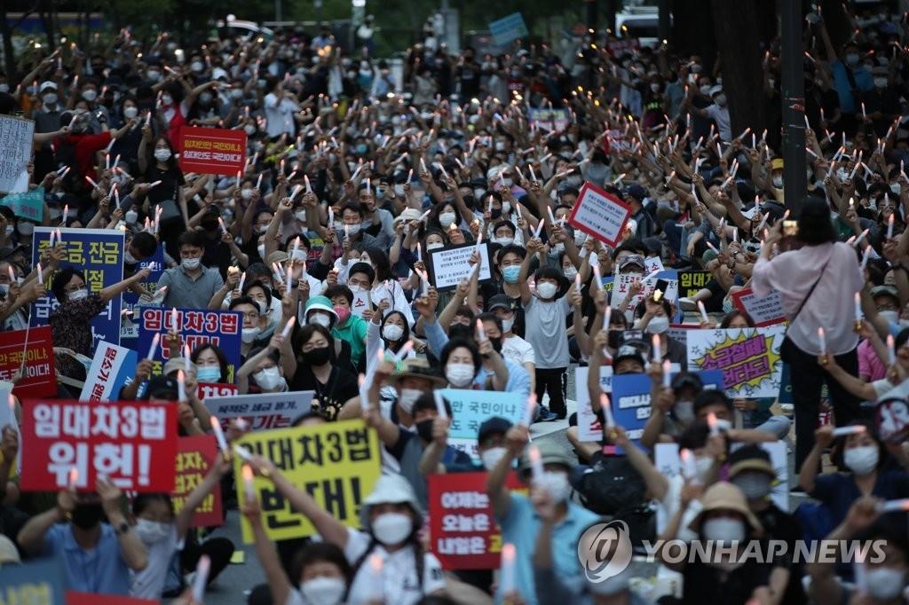 `임대차 3법 반대` 촛불집회 (사진=연합뉴스)
