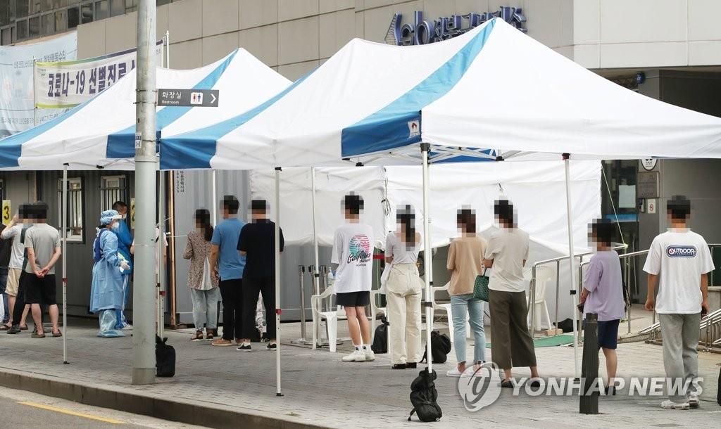 21일 오전 서울 성북구보건소에 마련된 신종 코로나바이러스 감염증(코로나19) 선별진료소의 모습 (사진=연합뉴스)