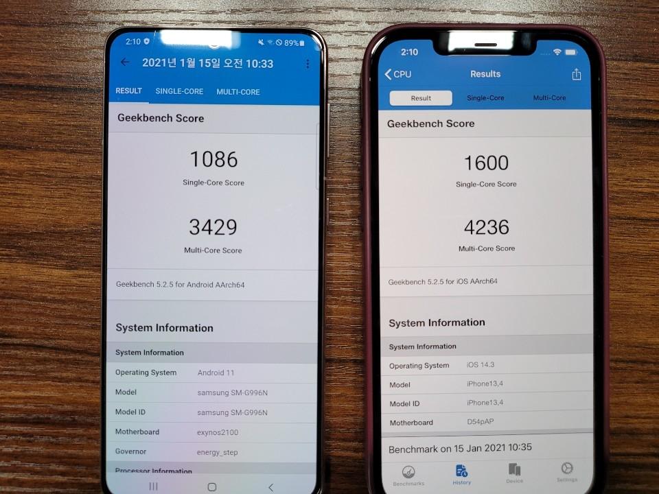 갤럭시S21 엑시노스2100(왼쪽) 아이폰12 프로 맥스 A14 바이오닉(오른쪽) 벤치마크 점수 비교