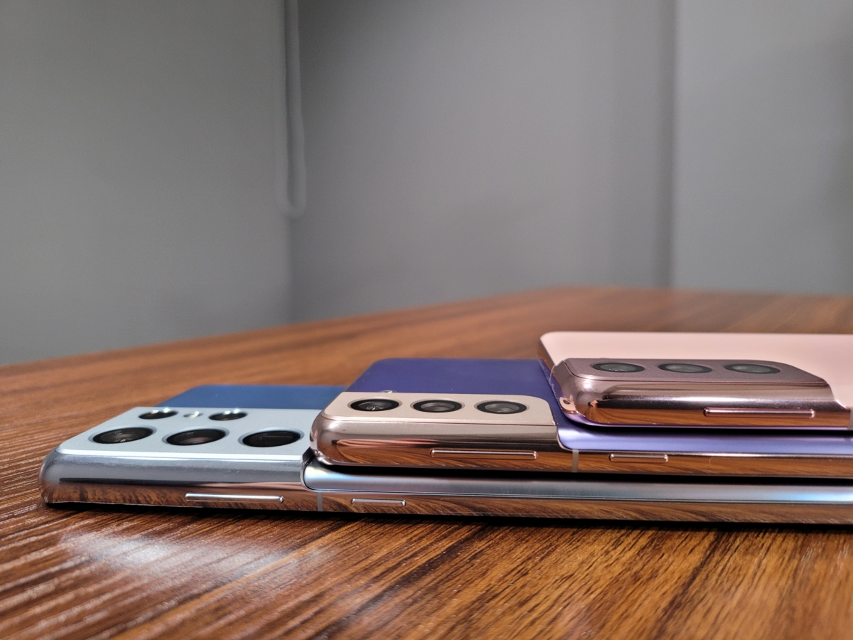 왼쪽 아래부터 갤럭시S21 울트라, 플러스, 일반 모델 카메라 두께 비교