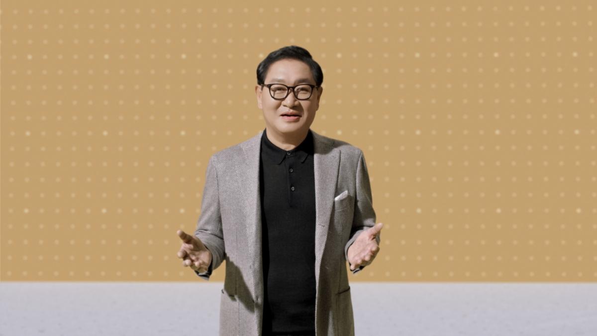 삼성전자가 2일(미국 현지시간) 온라인으로 진행한 `언박스 앤 디스커버` 행사에서 삼성전자 영상디스플레이사업부장 한종희 사장이 환영사를 하고 있다.