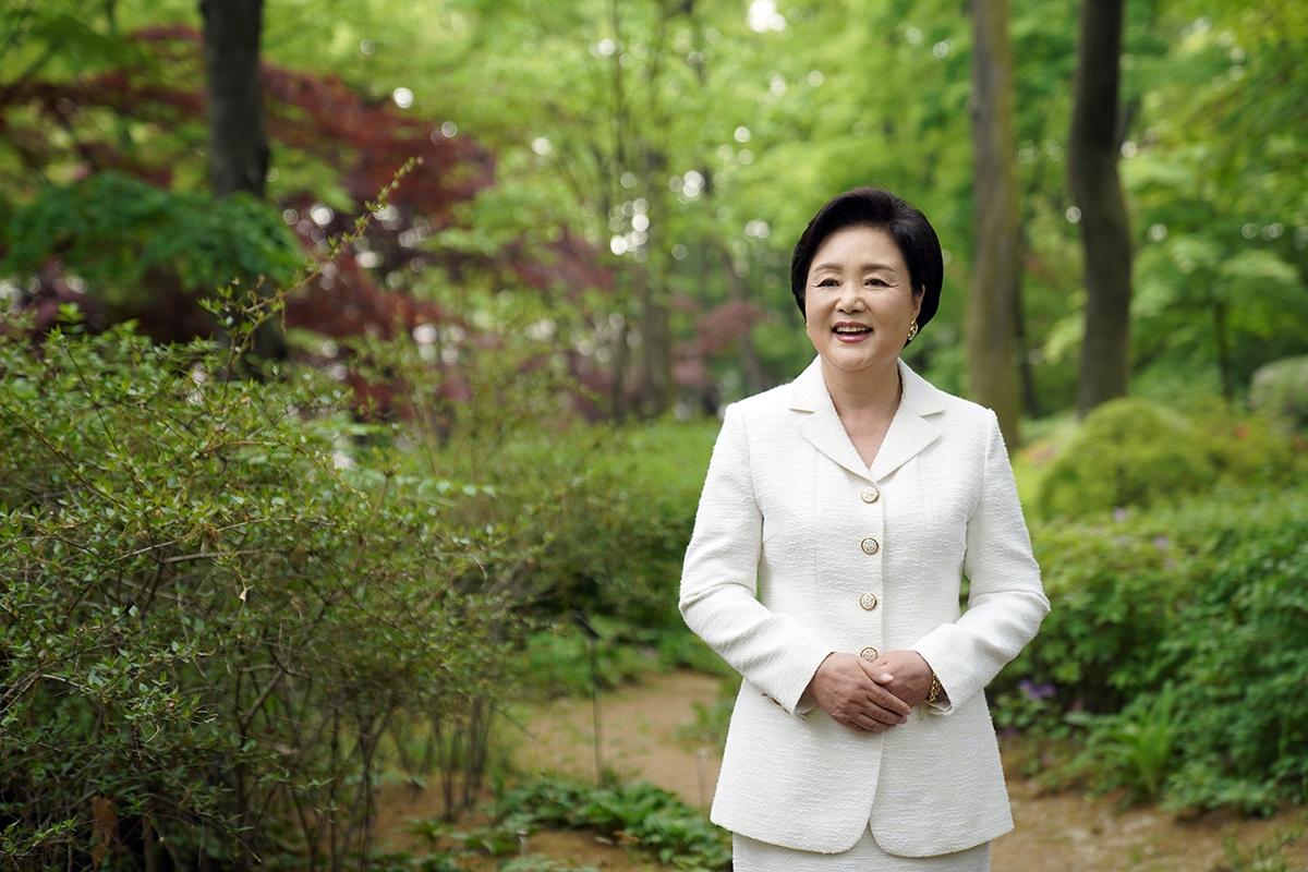 김 여사는 28일 푸르메재단 넥슨어린이재활병원 5주년 기념식을 영상으로 축하했다. (청와대 제공)